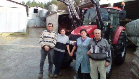 Agricola Calvo entrega CASE IH FARMALL 105C equipado con pala Tenias Evolution T10 en Outeiro - Marei (O Corgo) a GANDEIRIA COSTUREIRO, S.C.