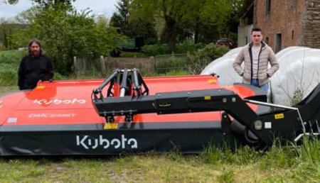 Tecnor Lalin Maquinaria entrega segadora kubota en Bazar ,Castro de Rey de Lugo a Ponce De Oroxe S L U