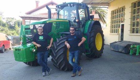 Comercial Agrícola Castellana entrega JOHN DEERE 6195M a SAT La Cotera de Parbayón, en Cantabria.