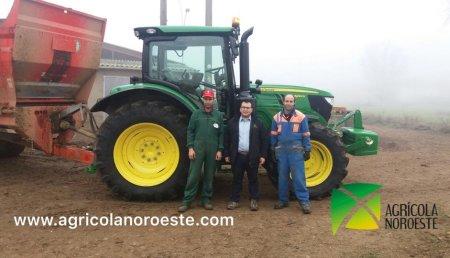 Agricola Noroeste entrega John Deere 6130R a la explotación de Ruben y David