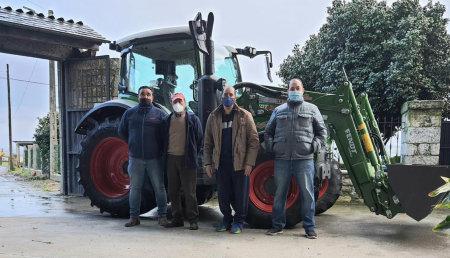 Maxideza entrega Fendt 311 con pala , en Lancara, Lugo