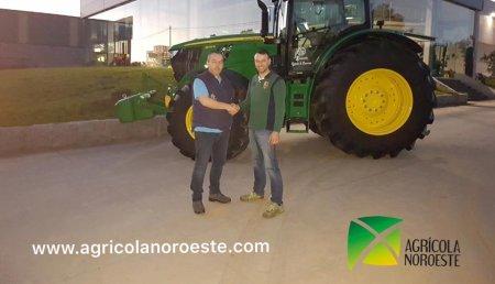 Agricola Noroeste Entrega la segunda unidad  John Deere 6215R a Agroforestal Xanceda
