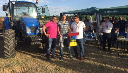 Talleres Argasa  en IFEZA - Zamora con New Holland con prueba de habilidad con tractor y remolque
