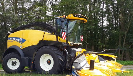 El cabezal de maíz de New Holland con Stalkbuster elimina la plaga del taladro del maíz durante la recolección