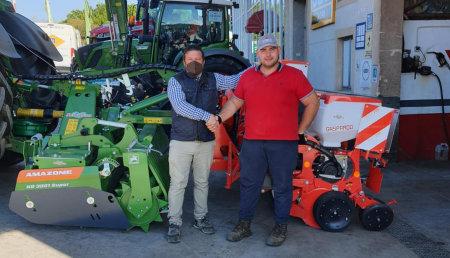 Maxideza entrega a Santi de Ganadería Santiso Sc, de Lalín , Pontevedra,  Amazone kg3001 super y sembradora monograno Maschio Gaspardo.