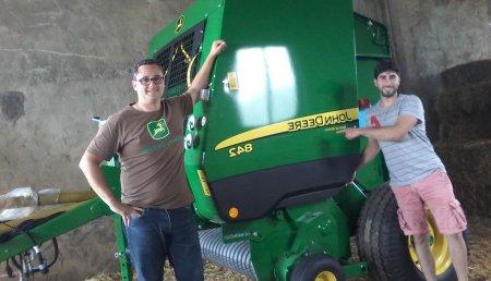 Agricola Castellana entrega de rotoempacadora JOHN DEERE 842 a Ganadería Miyomar, de Herada de Soba (Cantabria).