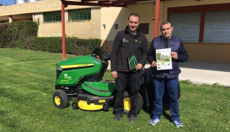 Agricola Castellana entrega tractor cortacésped X350R al Ayuntamiento de La Seca (Valladolid)