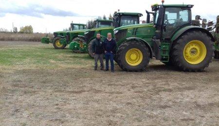 Agrícola Castellana Entrega JOHN DEERE 6250R a Jose Manuel Correas y su hijo Oliver, de Villoldo (Palencia).