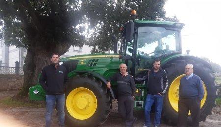 Agrícola Noroeste  entrega John Deere 6155R a José