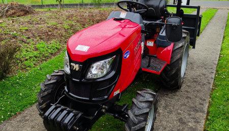 Comercial agrivama entrega de tractor TYM TS25 en CAMBRE(A CORUÑA)