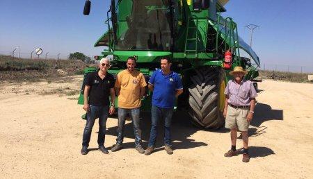 Comercial Agrícola Castellana SL entrega de cosechadora JOHN DEERE 6670i HM a los hermanos Juan Carlos y José María Martín, de Pedraza de Campos (Palencia).