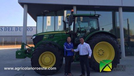 Agrícola Noroeste ENTREGA John Deere  6155R a  Anselmo y Javi