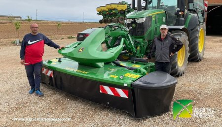 Agrícola Noroeste entrega John Deere  SEGADORA- F310R a Hnos Bueno, Agustin y Jesus