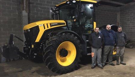 Millares Torrrin entrega de un tractor JCB FASTRAC 4220, a S.A.T OS ARROXOS, de (Pacios - Castro de Rei) LUGO