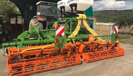 Millares Torron entrega AMAZONE CATROS 5002+2  con tolva DELIMBE con GPS a MONTERO Y DIAZ do Páramo.