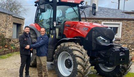Agricola Calvo  entrega CASE IH 135 premium a Antonio sufuentes castro y familia en Villarmao ( Guntin )
