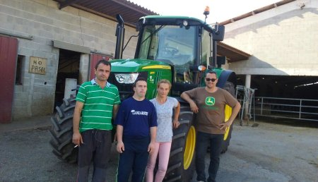 Comercial Agrícola Castellana entrega de tractor JOHN DEERE 6110M a Ganadería Villalta SC, en Rasines (Cantabria)