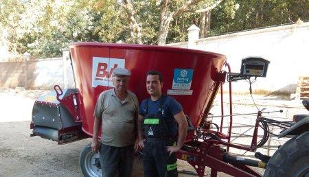 Farming Agricola Nuestro distribuidor Armenio P. Sousa de Tondela (Portugal)  entrega carro mezclado  BvL V-Mix Agilo 3,5-1S