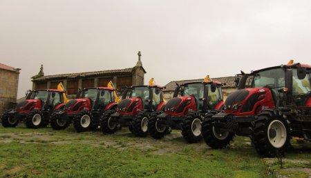 Hitraf Entrega de 5 equipos  Valtra con desbrozadoras de brazo GL1 e desbrozadoras traseiras TMC Cancela para a Xunta de Galicia, provincia de Ourense.