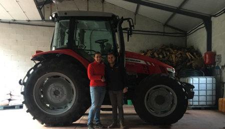Agricola Suarez entrega  a Adelina Garcia Garcia de Fradelo en Viana do bolo (Orense), Massey Ferguson 5712