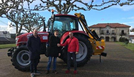 Agrícola Castelao entrega MCCORMICK  X6.55, desbrozadora TDR200 al Ayuntamiendo de ZAS ( A CORUÑA )