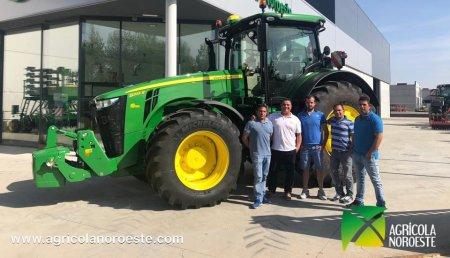 Agrícola Noroeste entrega John Deere 8245R a Hnos. Fuertes