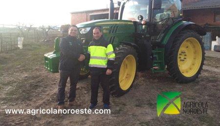 Agricola Noroeste Entrega John Deere 6130R  a Lorezo una explotacion en Soto de la Vega (Leon).