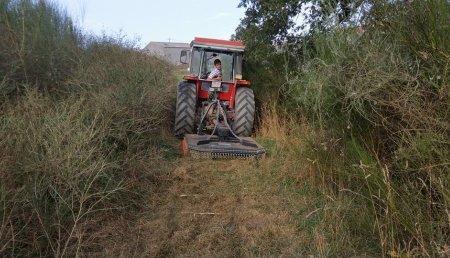 Agricola Suarez entrega desbozadora TMC Cancela