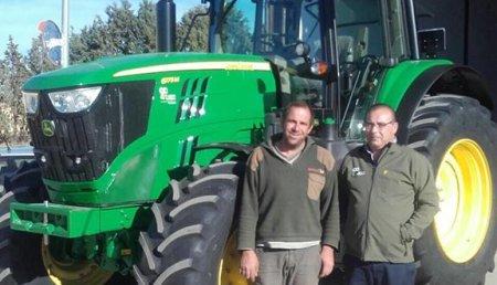 Agricola Castellana entrega  en la localidad palentina De Fuentes de Nava, JOHN DEERE 6175M SuperStar a Julio Matías.