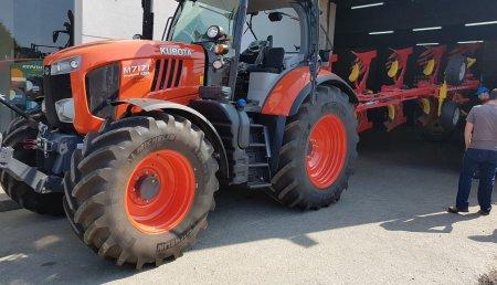 Auto Avión junto con talleres Landeira entrega Kubota M7171 KVT premium a la ganadería Santa Lucia en Lucín Olveira - A Coruña
