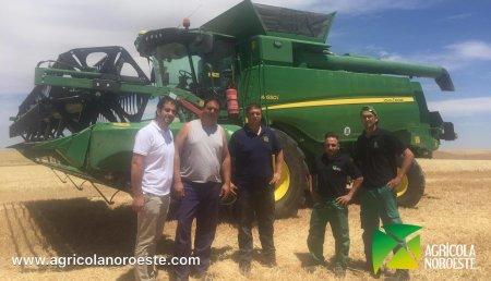 Agrícola Noroeste  entrega COSECHADORA John Deere SERIE W - W650i a Angel y Jose Miguel