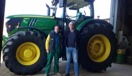 Comercial Agricola Castellana entrega a Sociedad Cooperativa Hnos. Calle Treceño,  un JOHN DEERE 6195R