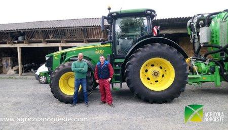 Agrícola Noroeste  entrega John Deere 8295R a Jose