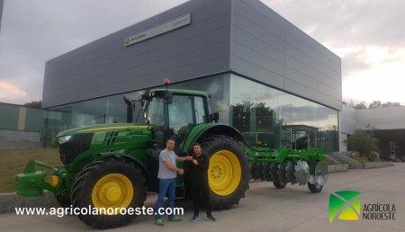 AgroBarreiro entrega John Deere 6195M a Agroforestal Vaamonde Mella