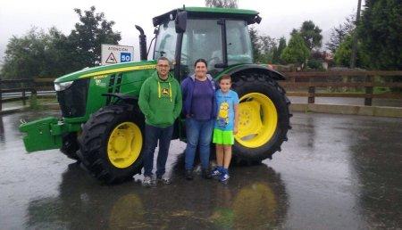 Comercial Agrícola Castellana entrega JOHN DEERE 5085M en San Vicente de Monte, Valdaliga a Teresa Callejo