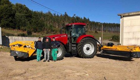 Agricola Matova Entrega a Gandaría Baneira  Segadoras ELHO con acondicionador y agrupadores.