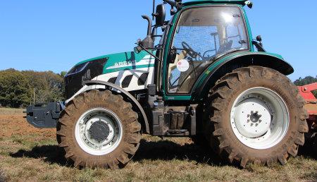 Demostración del Tractor Arbos con su distribuidor Maxideza
