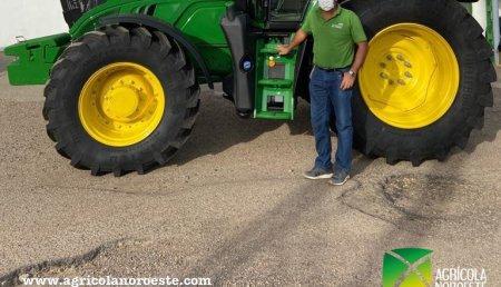 Agrícola Noroeste  entrega John Deere 6155M a Pedro