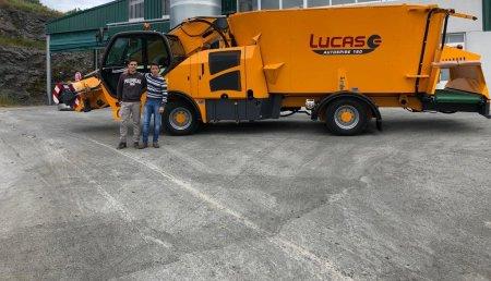 Millares Torron entrega carro mezclador LUCAS G a ganaderia Blanco Vilarcabreiros en Guntin