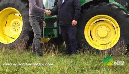 Agrícola Noroeste entrega a Albino  John Deere 6120M