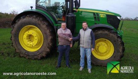 Agrícola Noroeste entrega a Sat Vila Albores John Deere 6250R