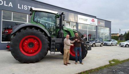 Maquinaria Liste entrega Fendt 824 Vario Version Profi Plus a la sociedad Agroforestal Vaamonde Mella de Arzúa